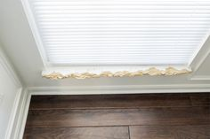 How to repair and replace an interior window sill and the window trim. This is a actually simple DIY project! Renovieren How to Repair the Interior Window Sill and Trim Window Sill Trim, Interior Window Sill, Window Sill Decor, Interior Windows, Bathroom Window Sill Ideas, Bathroom Windows, Home Renovation, Home Remodeling, Broken Window
