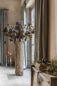 7 alternatieven voor de klassieke kerstboom | Wonen Landelijke Stijl Oversized Mirror, Christmas Decorations, Vase, Furniture, Home Decor, Xmas, Homes, Homemade Home Decor, Christmas Decor