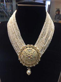 #Jewellery #bohobridaljewelrybeaches Indian Jewelry Earrings, Indian Jewelry Sets, Jewelry Design Earrings, Gold Earrings Designs, Royal Jewelry, India Jewelry, Stylish Jewelry, Fashion Jewelry, Churidar