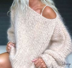 Image may contain: one or more people and closeup Fall Fashion Outfits, Knit Fashion, Look Fashion, Cool Outfits, Oversize Pullover, Chunky Knitwear, Big Knits, Insta Look, Mohair Sweater