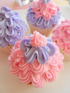 Flower cupcakes like this icing Pretty Cupcakes, Beautiful Cupcakes, Yummy Cupcakes, Baking Cupcakes, Cupcake Cookies, Cupcakes Lindos, Cake Pops, Cupcake Wars, Cupcake Heaven