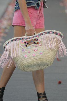 Highly Preppy Prêt à Porter Primavera/Verano 2016 Supernatural Sty My Bags, Purses And Bags, Diy Sac, Straw Handbags, Ibiza Fashion, Straw Tote, Unique Purses, Boho Bags, Basket Bag