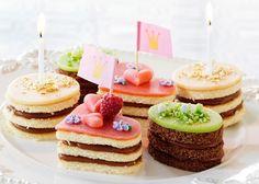 Små og farverige kager - Se den nemme opskrift her