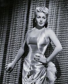 Old Hollywood Movies, Lana Turner, Famous Women, Vintage Beauty, Most Beautiful Women, Actresses, Formal Dresses, Sexy, Photography