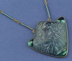 """RENÉ LALIQUE. 1920s signed Molded Glass Pendant Necklace. 2 x 2"""""""