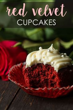 These delicious Red Velvet Cupcakes made from scratch with homemade cream cheese frosting are moist, rich and incredibly easy to prepare! Twix Cupcakes, Cupcakes Amor, Moist Cupcakes, Cupcake Cakes, Banana Cupcakes, Gourmet Cupcakes, Easter Cupcakes, Flower Cupcakes, Christmas Cupcakes