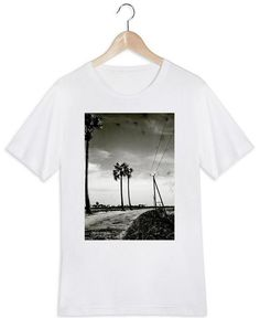 Far Away en Tee-shirt homme par Sophie Etchart | JUNIQE