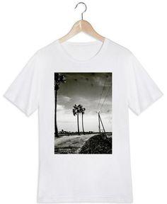Far Away en Tee-shirt homme par Sophie Etchart | JUNIQE
