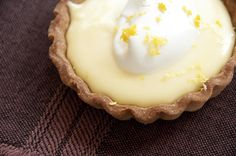 Lemon zest brings freshness to the lemon cream, but be careful not to grate the white pith, as it's bitter. Diabetic Cake, Diabetic Friendly Desserts, Diabetic Recipes, Healthy Recipes, Yummy Treats, Delicious Desserts, Sweet Crepes Recipe, Lemon Cream, Mini Cheesecakes