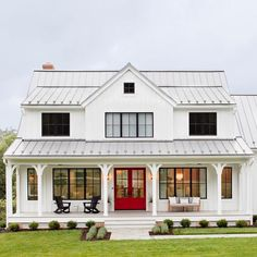 The modern farmhouse style isn't just for rooms. The farmhouse exterior design totally reflects the whole style of the home and the family tradition also. It totally reflects the entire style… Modern Farmhouse Design, Modern Farmhouse Exterior, Rustic Farmhouse, Farmhouse Style, Modern Farmhouse Floor Plans, American Farmhouse, Farmhouse Remodel, Dream House Exterior, Dream House Plans