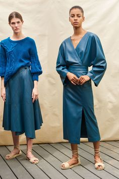 Alejandra Alonso Rojas Resort 2019 New York Collection - Vogue blue leather, blue leather skirt, blue leather dress Women's Runway Fashion, Fashion 2018, Fashion Brands, Womens Fashion, Winter Typ, Belle Silhouette, Knitwear Fashion, Alonso, Fashion Show Collection