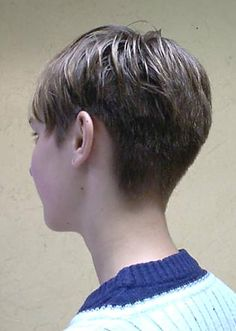 HAIRXSTATIC: Short Back & Cropped [Gallery 2 of 3] I like this back, another growing out idea?