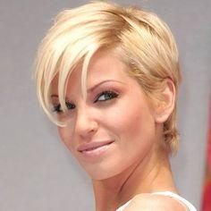 30 trendy Kurzhaarfrisuren für Frauen mit glattem Haar | http://www.neuefrisur.com/kurzhaarfrisuren/30-trendy-kurzhaarfrisuren-fur-frauen-mit-glattem-haar/1620/