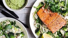 Trout with avocadosause and healthy green salad. Norwegian Food, Seaweed Salad, Avocado Toast, Laksa, Chicken, Dinner, Breakfast, Healthy, Ethnic Recipes