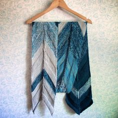 Arrowrap is freely inspired by traditional Métis sashes which are still a symbol of Quebec Opposite Colors, Christmas Knitting Patterns, Knit Patterns, Fingering Yarn, Baby Scarf, Purl Stitch, Plymouth Yarn, Lang Yarns, Dress Gloves