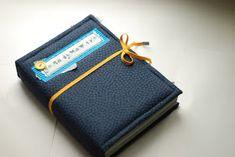 "paper fun: Мастер-класс ""блокнот с нуля"" от Екатерины Смирновой!!! Fabric Covered, Zip Around Wallet, Card Holder, Paper Crafts, Projects, Project Ideas, Blog, Cards, Handmade"