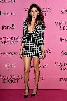 Isabeli Fontana Photos - Model Isabeli Fontana attends the after party for the annual Victoria's Secret fashion show at Earls Court on December 2014 in London, England. - Arrivals at the Victoria's Secret Fashion Show Afterparty Victoria Secret 2014, Victoria Secret Fashion Show, Celebrity Stars, Celebrity Red Carpet, Fashion Photo, Fashion Models, Style Fashion, Fashion Trends, Victoria's Secret
