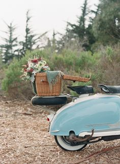 scooter + picnic basket = heaven Photography by kissthegroom.com