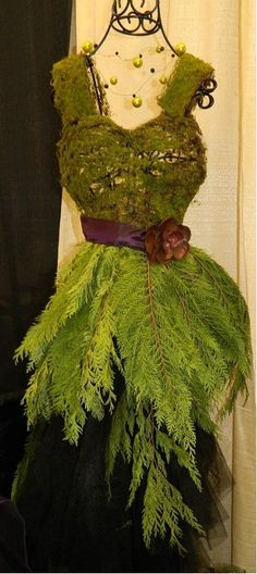 7 ways Florists use Mannequins for Fashion Forward Xmas Decor   The Mannequin Madness Blog