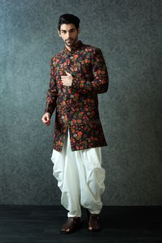 Best Wedding Dresses For Mens In India Wedding Kurta For Men, Wedding Dresses Men Indian, Wedding Sherwani, Wedding Dress Men, Wedding Attire For Men, Sherwani Groom, Wedding Sarees, Wedding Men, Mens Indian Wear