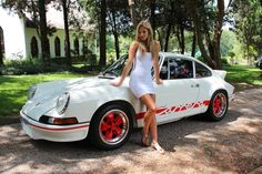 A true classic beauty! Porsche 2.7 RS and dress