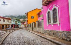 #AllYouNeedisEcuador otra de las pintorescas fachadas de la ciudad.