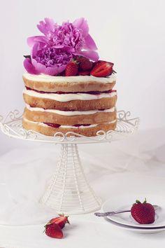 strawberries and cream cheese naked cake.