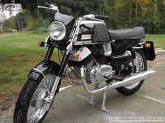 Jawa 350, Classic Bikes, Vintage Bikes, Cool Bikes, Cars And Motorcycles, Motorbikes, Harley Davidson, Vehicles, Old Motorcycles