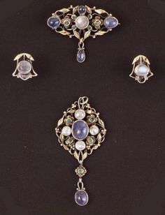Arthur Gaskin (1862-1928) and Georgie Gaskin (1868-1934) Jewellery - a beautiful example of arts and crafts