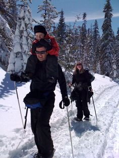 Snowshoe right outside the cabin front door through the woods or drive to the Gold Lake Snow Park (10 min) and snowshoe or Xctry ski on groomed trails that lead to beautiful scenery.