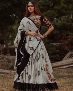 Black and white Chaniya choli Chaniya Choli Designer, Garba Chaniya Choli, Garba Dress, Navratri Dress, Choli Dress, Lehenga Choli, Half Saree Designs, Choli Designs, Lehenga Designs
