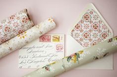 Invitations: Envelope liners made from vintage wallpaper Vintage Walls, Vintage Paper, Vintage Prints, Vintage Style, Craft Tutorials, Diy Projects, Envelope Liners, Envelope Lettering, Party