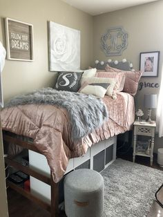 28 Super Cute Dorm Rooms To Get You Totally Psyched For College Raising Teens College Dorm Rooms college cute Dorm Psyched Raising rooms super Teens Totally College Bedroom Decor, College Dorm Rooms, College Girls, College Life, Disney College, College Dorm Bedding, College Hacks, Education College, Health Education