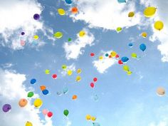 If clouds remind me of FAITH then balloons remind me of HOPE and DREAMS. I love balloons and they're so colorful! Ballons Fotografie, Balloon Release, Balloons Photography, Happy Birthday, Birthday Parties, Colourful Balloons, Colorful, Helium Balloons, Floating Balloons