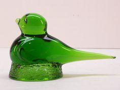 Vintage Emerald Green Art Glass Bird Figurine by GarageSaleGlass, $14.99