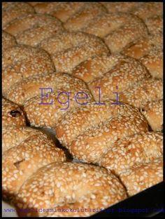 Bir kaç yıl evvel ''Kültür Aşı'' yemek programında görmüştüm bu tarifi, İzmir'li Giritli bir bayan yapmıştı bu kurabiyeleri, ataları...