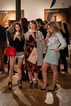 Hilary Duff, Debi Mazar, y Miriam Shor Fashion Tv, Star Fashion, Younger Tv Series, Hilary Duff Style, Outfit Trends, The Duff, Classy Outfits, Style Inspiration, Clothes For Women