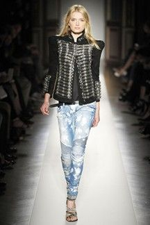 Balmain Spring 2009 Ready-to-Wear Fashion Show - Lily Donaldson New Fashion Trends, Fashion Week, Fashion Show, Fashion Outfits, Vogue Fashion, Runway Fashion, Womens Fashion, Balmain, Yuri