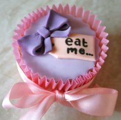 'Eat me' cupcake <3