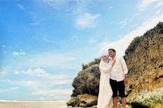 Foto Prewedding Pakai Hijab Di Pantai