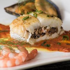 Hake is the number 1 fish of choice in Spain. It is valued for its delicate fine texture. Baby calamari can be stuffed in the same way. Hake Recipes, Prawn Recipes, Fish Recipes, Seafood Recipes, Cooking Recipes, Recipies, Tomato Pesto, Good Food, Yummy Food