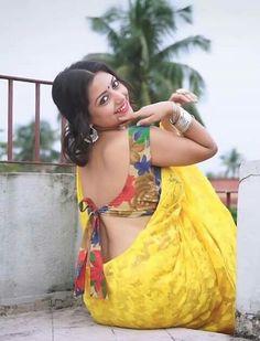 Beautiful Indian saree and blouse Sari Design, Beautiful Blouses, Beautiful Saree, Beautiful Women, Blouse Sexy, Saree Blouse, Sleeveless Blouse, South Indian Blouse Designs, Saree Backless