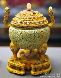 Antique: Traditional Chinese gold censor