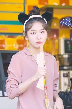 Kpop Girl Groups, Korean Girl Groups, Kpop Girls, Red Velvet Seulgi, Red Velvet Irene, Park Sooyoung, Ulzzang, Estilo Lolita, Kang Seulgi