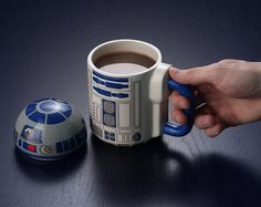 25 utensils themed Star Wars for your kitchen :: [Garotas Geeks] Star Wars Rebels, Manualidades Star Wars, Geeks, Geek Decor, Star War 3, Cool Mugs, The Force Is Strong, Cool Gadgets, Geek Gadgets