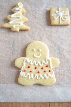Biscotti Femminucce di Natale decorate in Ghiaccia 3 -Ricetta Biscotti natalizi decorati - Biscotti di natale decorati