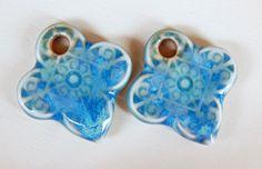 Handmade porcelain Earring Pairs boho light blue . por Majoyoal