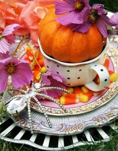 It's tea time! Create a delightful Halloween afternoon tea party!   Source: www.afancifultwist.typepad.com