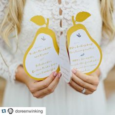 Just give me a pear! #Candiweddingworkshop - Concept and Organisation by @doreenwinking  Another detail from the #fallinlove wedding workshop in Verona. A lasercut pear menu card. Thank you @sonjabuehrke for all your stunning papergoods.  Photo by @carmenandingo  #doreenwinkingweddings #instawed #inspiration #weddinginspiration #menucard #weddingdecoration #pear #gold #lasercut  #weddingworkshop #ruedeseine #papergoods #papeterie #stationery #menu #dieexklusiveneinladungskarten by…