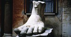 Cómo hacer un molde de pie humano. Se puede crear una copia exacta de tu pie para hacer un modelo de pie humano. Para ello vas a requerir la ayuda de un molde. Una vez que hallas hecho el molde podrás crear el modelo. El molde se utiliza para modelar el pie en un material duro. Sin embargo, crear el molde para tu pie requerirá de un material que sea fácil para trabajar con él, como ... Sculpture Images, Rome Italy, Stock Photos, Beautiful, Art, How To Make, Create, So Done, Art Background